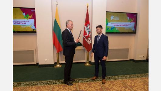 Prezidentas apdovanojo Lietuvos mokyklų žaidynių nugalėtojus