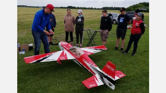 Broniaus Oškinio vaikų aviacijos akademijoje sparnus skleidžia ir aviamodeliuotojai