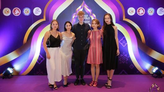 Iš Tailando grįžo pasaulio debatų anglų kalba čempionate dalyvavusi komanda