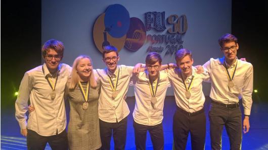 Abi Lietuvos mokinių komandos Europos Sąjungos gamtos mokslų olimpiadoje iškovojo sidabro medalius