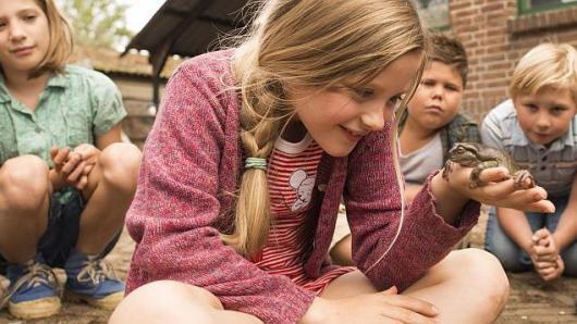 """""""Mokausi iš kino"""" filmai moksleiviams – laikinai internete"""